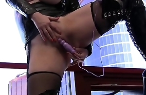 Emili Addison solo in latex