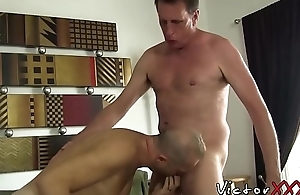 Experienced dick riders have bareback session with creampie
