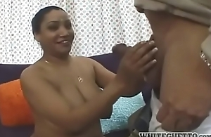 Desi Aunty Fucked Away from Guest!!